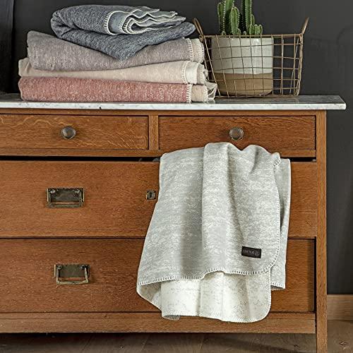 Ibena Rom Kuscheldecke 130x180 cm - Decke mit Mustermix blau - hochwertige Mischung aus Baumwolle & Schurwolle, Made in Germany, kuschelweich & angenehm warm