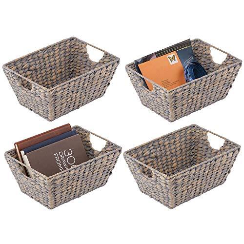 mDesign 4er-Set Korb geflochten – praktischer Flechtkorb mit Griffen für Schlaf-, Wohn-, Badezimmer oder Flur – Aufbewahrungskorb für Haushaltsartikel aus Wasserhyazinthe – grau
