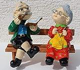 JS GartenDeko Figuren Dekorationsfigur Oma und Opa auf Bank H 28 cm Dekofiguren aus Kunstharz