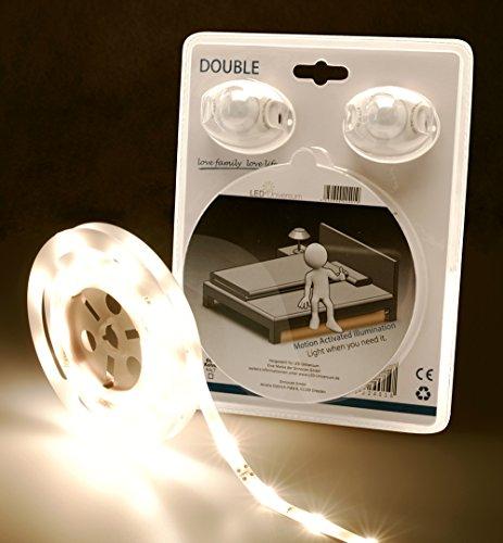 LED Universum LED Bande pour l'éclairage d'un lit double, blanc chaud, avec 2 capteurs de mouvement et de luminosité, 12V, avec alimentation électrique, câble de distribution en Y, longueur 2,4m