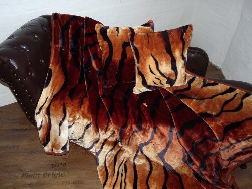 Natur-Fell-Shop 3tlg. Set Kuscheldecke Tagesdecke Tiger-Look 160x200cm + 2 Kissen 40x40cm