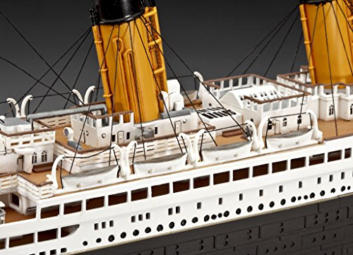 """Revell Modellbausatz Schiff 1:400 – Geschenkset """"100 Jahre TITANIC"""" im Maßstab 1:400, Level 5, originalgetreue Nachbildung mit vielen Details, Kreuzfahrtschiff, 05715 - 10"""