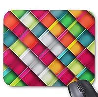 カラフルなスクエアパターンのマウスパッド