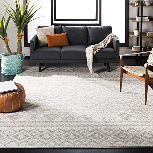 Area rug with white and gray pattern