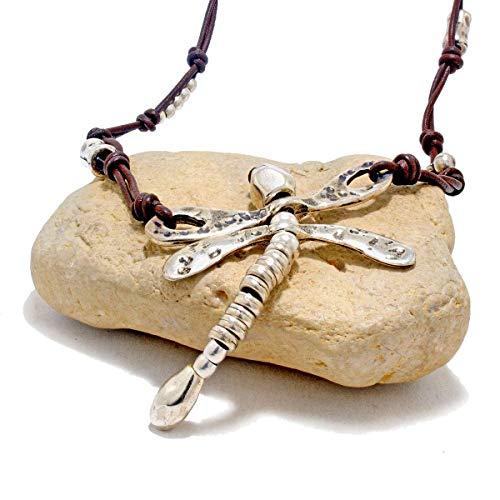 Collar de cuero con libelula y abalorios de zamak, hecha a mano por Intendenciajewels - Joyeria artesanal - Collar de zamak - Collar de cuero mujer
