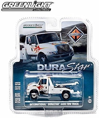 1 64 International Durastar 4400 Weiß Tow Truck with Flames by Grünlight by GrünLight Collectibles