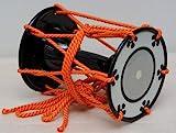 小鼓 屋外でも使用しやすい合成皮製 良く鳴ります M-1 2019ファイナリストすゑひろがりず様 お使い頂いております トランクケース別売。皮だけの販売もさせて頂いております。胴だけをお持ちであれば、皮だけのご購入で胴と調べ緒をお送り頂ければ、組み立てて返送させて頂きます。 鼓製作販売きくや