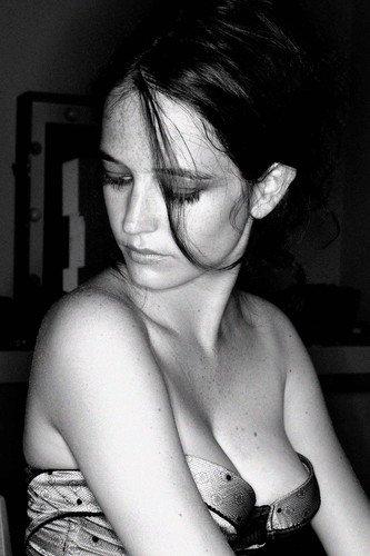 Póster de Eva Green Sexy Busty en vestido de corte muy bajo, 60 x 91 cm
