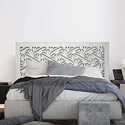 Cabecero Fabricado en MDF de 16mm, calado. El calado de la madera deja ver el tono de la pared, creando un bonito contraste de color. Colgadores incluidos para fijar a la pared. Decorado a mano de forma artesanal. Está fabricada por nosotros, es un p...