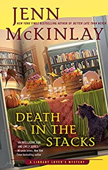 Death in the Stacks (A Library Lover's Mystery Book 8) by [Jenn McKinlay]