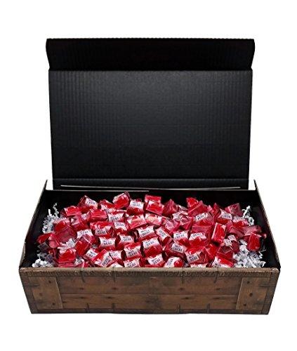 Ferrero Mon Cherie Geschenk Schatztruhe mit 90 Pralinen - die kleine Kostbarkeit für Ihre Liebsten - perfekt zum verschenken oder auch als Dekoration.