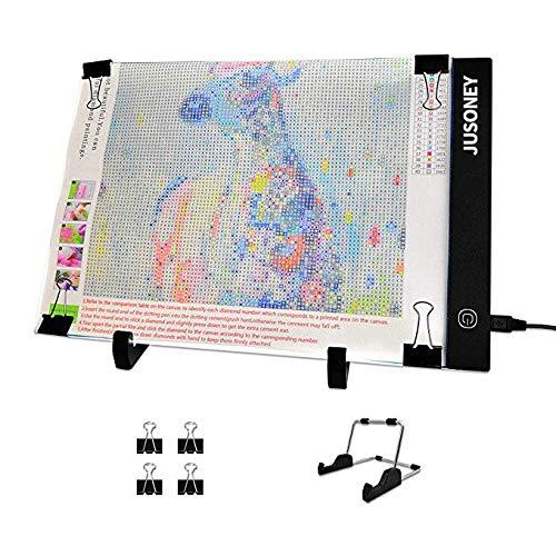 JUSONEY A4 LED Licht Pad,Einstellbare Helligkeit Lichtkasten,Ultra Slim Zeichenblock mit USB Kabel,Abnehmbaren Ständer und Clips,Ideal für Diamant Malerei,Designen,Kopieren,Zeichnen Skizzieren