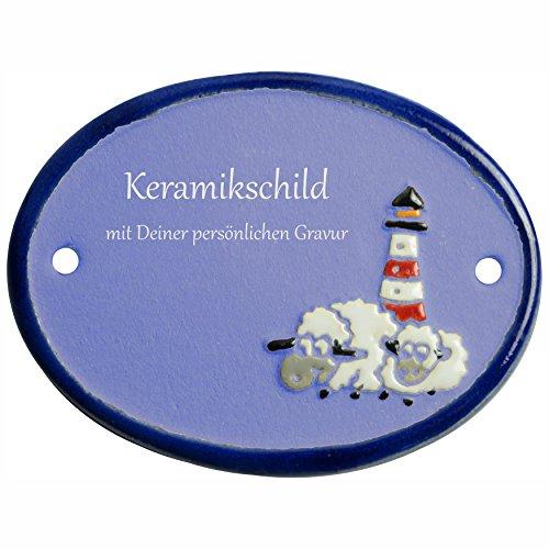Handarbeit aus Schleswig-Holstein Keramikschild 9,5 x 7,5 cm Zwei Schafe vor Leuchtturm (hellblau)