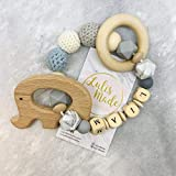 Greifling mit Namen Personalisiert Beißring Gehäkelte Babyrassel Häkeln Beißring Holz Greifling Geschenk zur Geburt oder Taufe Junge und Mädchen (G190020)