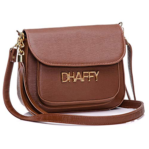 Bolsa Feminina Dhaffy Marrom, Alça Transversal, Bolso na Frente. cor:marrom;tamanho:P
