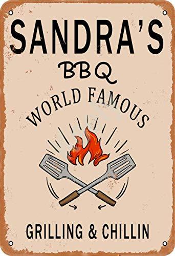 Keely Sandra'S BBQ World Famous Grilling & Chillin Decorazione da Parete in Metallo Vintage con targhetta in Metallo 12x8 Pollici per Cafe Coffee Bar Ristoranti Pub Man Cave Decorative