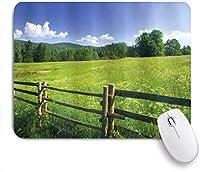 NIESIKKLAマウスパッド 牧歌的な木々に囲まれた木製のフェンスと草原の牧草地 ゲーミング オフィス最適 高級感 おしゃれ 防水 耐久性が良い 滑り止めゴム底 ゲーミングなど適用 用ノートブックコンピュータマウスマット