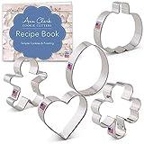 Ann Clark Cookie Cutters Juego de 5 cortadores de galletas para todas las estaciones con libro de recetas, hombre de jengibre, calabaza, corazón, trébol y huevo de Pascua