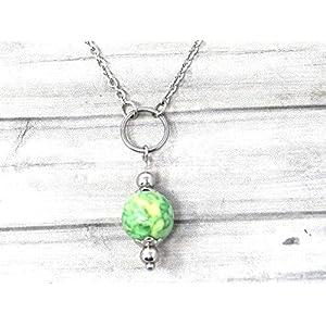 Chokerhalskette für Frauen aus Edelstahl mit Ringen und Jadeperlen, grün und gelb getönt