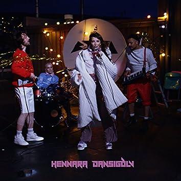 Hennara Dansigólv (feat. Silvurdrongur)