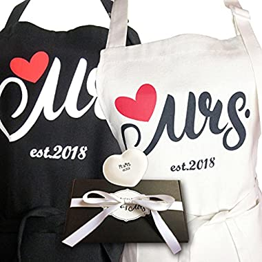 Aprons Gift Set With His and Hers Aprons,Heart-Shaped Ring Dish,Mr. and Mrs. Est. 2018 Kitchen Cooking Set With Gift Box, Funny Cooking Bibs for Wedding Marriage Newlyweds(Set of 2) (Heart)