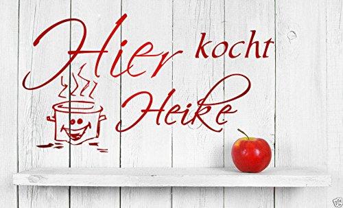 tjapalo® Wandtattoo Küche Dekoration Wandtatoo kochen spruch Hier kocht mit Wunschname Wandaufkleber Küche mit Name a-pk3 (B 58 x H 32 cm)