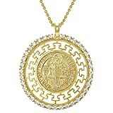 In Season Jewelry - Medalla de San Benito chapada en oro de 18 quilates, diseño de llave griega, 19 pulgadas