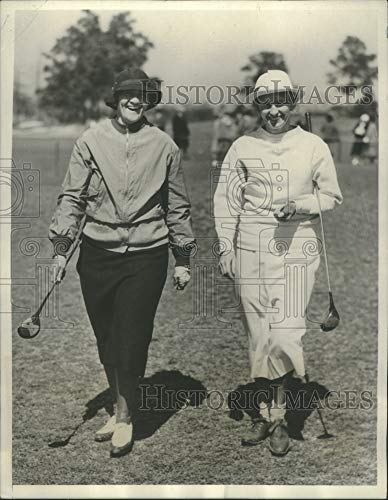 Historic Images - 1933 Press Photo Mrs. Opal Hill and Mrs. J.W. Hoopes Golf in Pinehurst NC