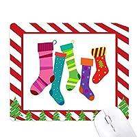 陽気なクリスマスのカラフルなストッキングのイラスト ゴムクリスマスキャンディマウスパッド