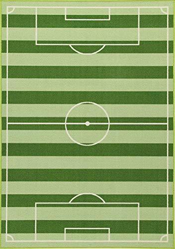 Bavaria Home Style Collection - hochwertiger Fußball-Teppich fürs Kinder-Zimmer I Robustes großes Fußballfeld für Jungs & Mädchen Jugend-Zimmer I toller Warmer Spiel-Teppich grün (80 x 140 cm)