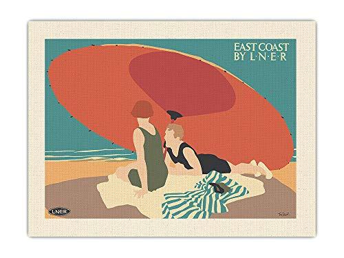 Pacifica Island Art Costa Este - Sombrilla de Playa - Ferrocarril Londres y Noroeste (LNER) - Póster Viaje Ferrocarril de Tom Purvis c.1928 - Impresión de Arte de Lienzo ORGÁNICO Crudo 46x61cm
