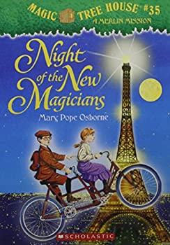 Paperback Night of the New Magicians (Magic Tree House #35) Book