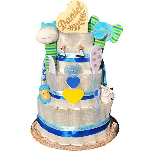 Tarta de pañales recién nacido niño tres pisos modelo Barco velero con cajita de corazón personalizado, dos baberos, cuchara, dos muñecos baño, dos sonajeros, chupete, cepillo y peine.