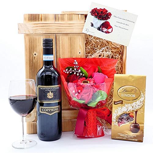 algawe Geschenkset Valentina + Glückwunschkarte   Italienischer Montepulciano Rotwein 0,75l   Lindt Pralinen   Blumenstrauß aus Seife   Glückwunschkarte   geflammte Holzkiste