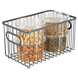 mDesign Cesto de alambre de metal – Versátil cesta de metal multiusos para cocina o despensa – Organizadores de cocina compactos y universales con asas – gris
