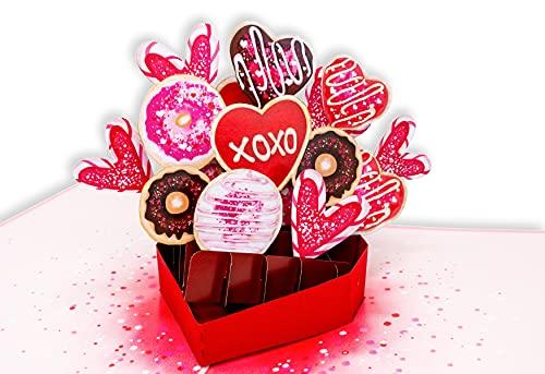 LuckeeCards® 3D Muttertagskarte - Pralinen in Herz Candy Box - Süßigkeiten, Donuts & Zuckerguss - handgefertigte Pop Up Karte - Für die süßeste und beste Mama der Welt - Geschenk zum Muttertag