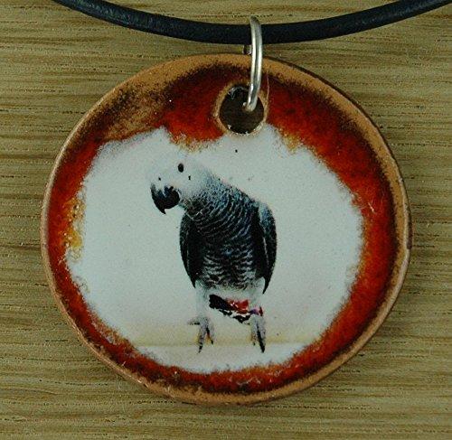 Echtes Kunsthandwerk: Schöner Keramik Anhänger mit einem Graupapagei; Papagei, Kakadu, Nachplapperer, Plapper, Quasselkopf, Quasselstrippe, Quatschkopf