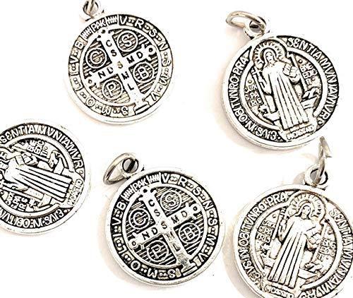 5 Medalla San Benito Metal baño Plata. Es una de Las medallas más Antiguas de la cristiandad, y quienes la portan creen Que Tiene Poder contra el Mal.
