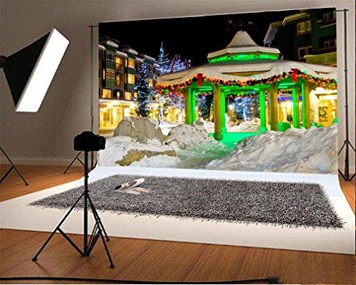 YongFoto 5x3ft Fotografie Achtergrond Kerstboom Schijnende Lichten Paviljoen Zware Sneeuw Huis Gebouw Winter Nachtzicht Kerstmis Foto Achtergronden Fotografie Video Partij Pasgeboren Baby Studio Props