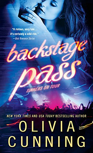 Backstage Pass: A Brooding Sexy Rockstar Finds His Muse in Bed and Out (Sinners on Tour Book 1) (English Edition)