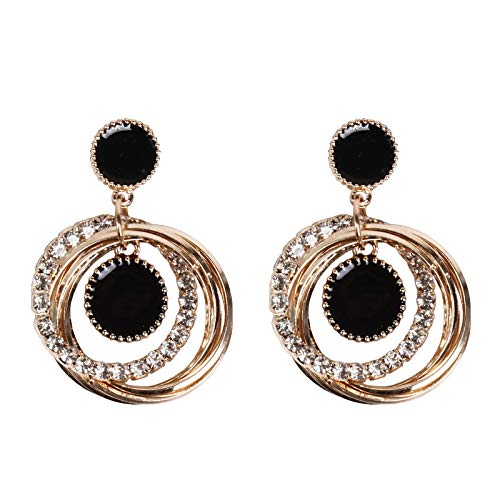 Revistas de moda, pendientes circulares de múltiples capas y pendientes de diamantes para la mujer amada.