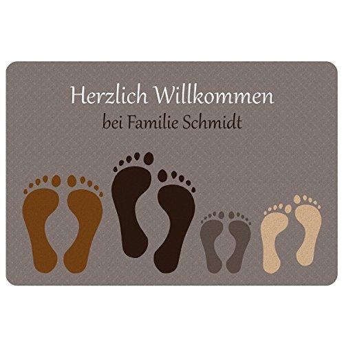 Geschenke 24 Fußmatte – Fußabdruck (Paar + 2 Kinder): personalisierte Schmutzfangmatte mit Namen – wetterfester Fußabtreter außen und innen – Glücksbringer zum Richtfest, Einzug, Hauskauf
