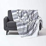Homescapes große Tagesdecke Morocco, monochrom, Sofa-Überwurf aus 100prozent Baumwolle, weiche Wohndecke 225 x 255 cm, grau-weiß gestreift, mit Fransen