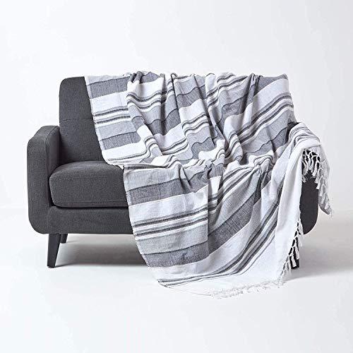HOMESCAPES Jeté de lit/Jeté de canapé Gris et Blanc à Rayures de 150 x 200 cm en Pur Coton appartenant à la Collection Stripes