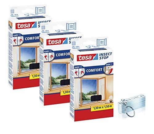 tesa Insect Stop COMFORT Fliegengitter Fenster - Insektenschutz mit Klettband selbstklebend 130 cm x 150 cm, 3er Pack/Anthrazit (Durchsichtig) + SCHLÜSSELANHÄNGER ZOLLSTOCK 50 cm