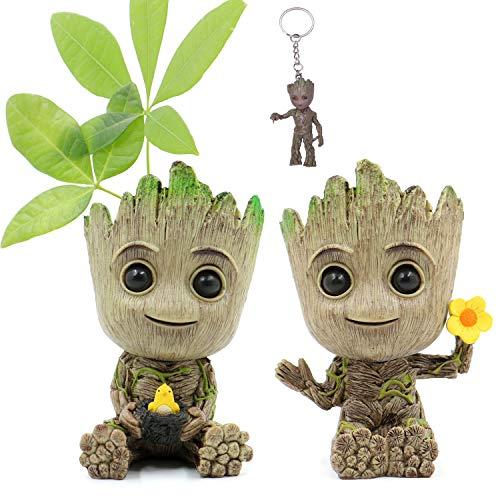 Huike Baby Groot Maceta con orificio de drenaje, figura innovadora de acción para plantas y portalápices, macetas decorativas para la oficina y el hogar, decoración de escritorio (2 estilos)