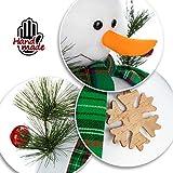 com-four® Schneemann Figur Größe XL, süße Weihnachtsdeko, optimal als Tischdeko zur Adventszeit, schöne Dekofigur für Innen, 42,5 cm (grün-weiß - XL) - 3