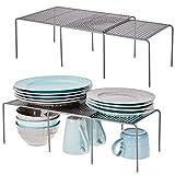 mDesign Juego de 4 Accesorios para Interiores de armarios de Cocina – Práctica balda Extensible de Metal para Ampliar el Espacio – Estante para Platos Antideslizante y desplegable – Gris Oscuro