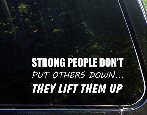 Sterke mensen plaatsen anderen niet naar beneden, ze tillen ze op grappige stickers voor auto's raam trucks laptop decoratie 23cm
