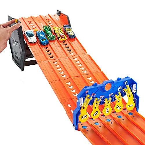 Hot Wheels Pista enrrollable para 5 coches de juguete, incluye 1 vehículo die-cast, regalo para niños mayores de 4 años (Mattel GYX11)
